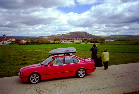 The McCurdy-mobile with backdrop of La Muela. John's BMW loaded with five people, nine models, and luggage for a week's holiday! La Muela is usable from all wind directions and the top is as flat as a bowling green.