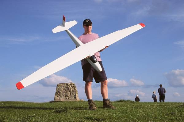Ivinghoe Beacon: Ian Garbutt with Ka6e from Dave's Aircraft Works. All EPP.