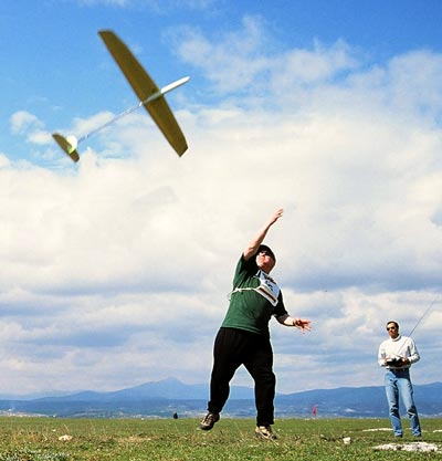"Light winds and thermals ideal for DLG. Here Espen Torp does a discus launch of his ""Select"", for Jorge Infante."