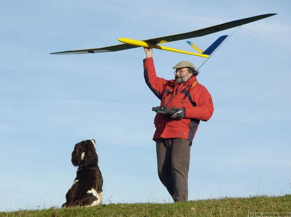 Ivinghoe Beacon: Chas Dunster, with Graphit and canine friend.