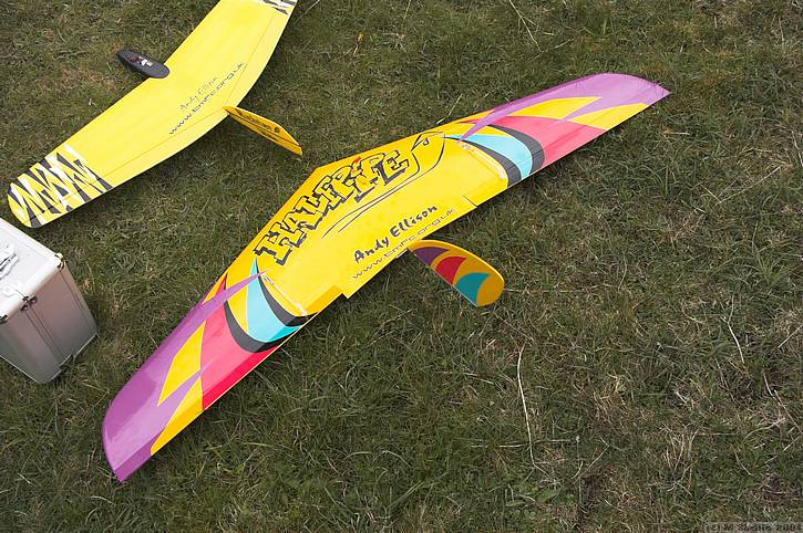 Andy's Halfpipe, with Alula at top. Beautifully finished as usual from Andy. From my brief experience flying Fred Seaman's model at Ivinghoe, it's a smooth and fast machine.