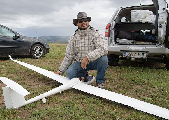 Gerardo preparing 4-meter ASW 28 for its maiden flight