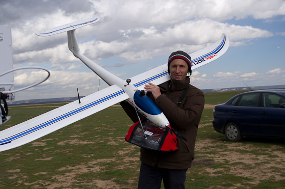 Spanish aerobatics champ Roberto Montiel demonstrated his Robbe Arcus based FPV. Ground based tracking is driven by GPS downlink from model. Live video feed can be displayed on screen or using special spectacles.