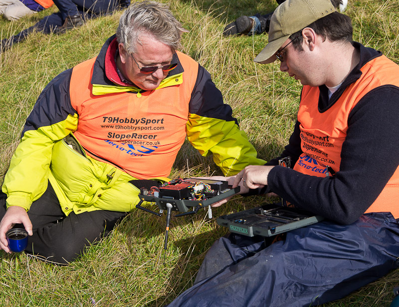 Nigel Potter (right) shows John Bennett the 2.4 GHz conversion on his Multiplex 3030. More details at end.