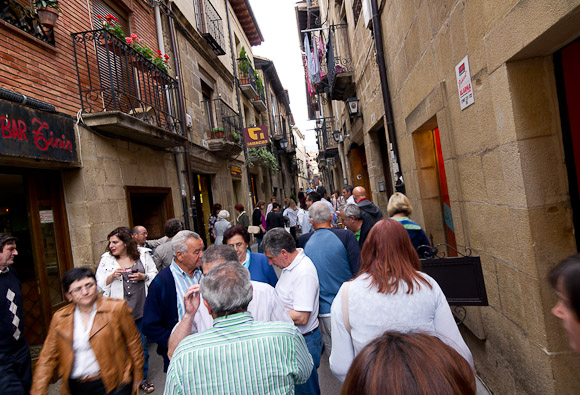 Laguardia is a major tourist centre in la Rioja, and the first time we saw tourists.